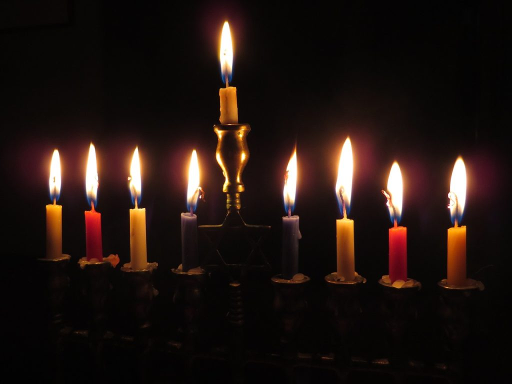 candles-897776_1280